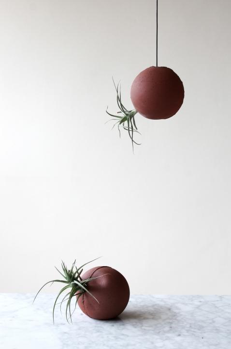 HOR: Esferas de arcilla local sin tamizar realizadas con molde de colada, 2017.